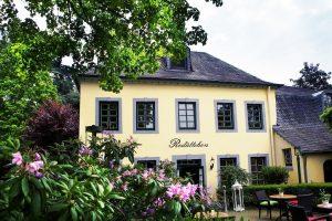 Das ganze Restaurant Redüttchen Team freut sich Sie als Gast in Bonn Bad Godesberg begrüßen zu dürfen.