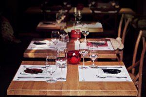 Kehren Sie mit Ihre Familie und Freunden bei uns ein und genießen Sie unsere Speisen und Getränke.