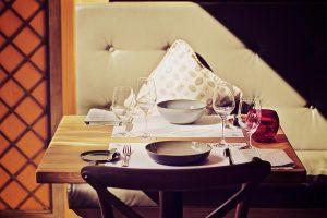 Bei uns können zu zweit Ihre zur Ruhe kommen und die Seele bei leckerem Essen baumeln lassen.