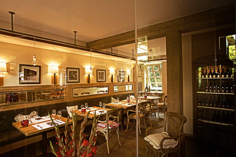 Dies ist der Gastraum vom Redüttchen Restaurant in Bonn-Bad Godesberg.