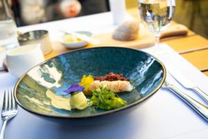 Kaisergranat mit Kohlrabi, Avocado und Blutwurst im Restaurant Redüttchen in Bonn!